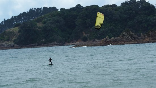 Waiheke Island, New Zealand: Kite surfing