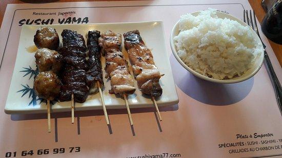 Yama Sushi: Yakitoris et riz