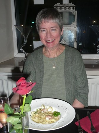 Whitworth, UK: Starter of linguine with prawns in a garlic & butter sauce, nice!