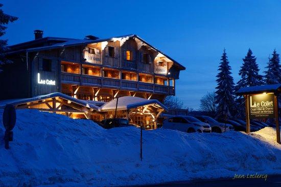 Chalet Hotel Le Collet : Façade au crépuscule