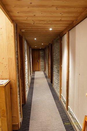 Chalet Hotel Le Collet : Couloir des chambres