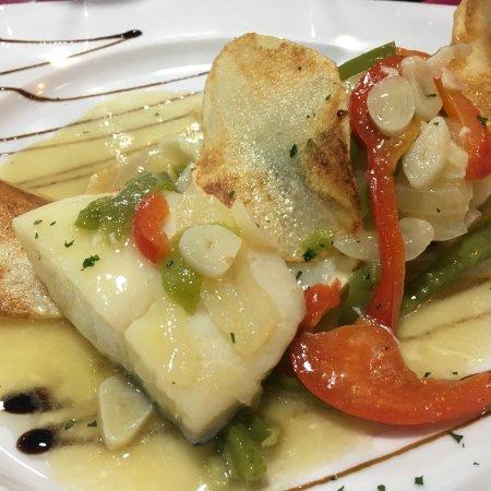 Gran Tarajal, Spain: Fischgerichte in allen Varianten vom Chef und seiner Köchin liebevoll zubereitet