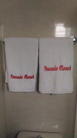 Pousada & Restaurante Manah: Toalhas e banheiro extremamente limpos