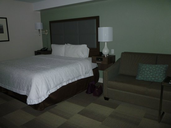 Hampton Inn Channel Islands Harbor: Sofa included in some rooms. Sliding door to patio to the right