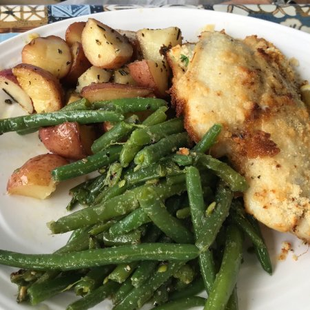 Doc's Seafood & Steak Restaurant: Stuffed flounder, green beans and potatoes