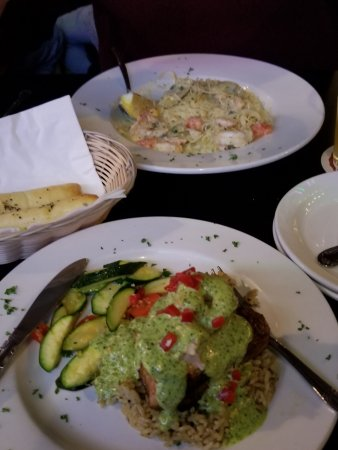 Longview, WA: Top: Shrimp Scampi, bottom is Ahi Tuna Steak w/ shrimp.