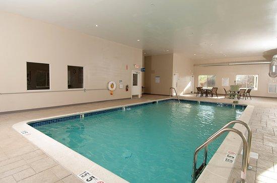 Vernon, CT: Pool