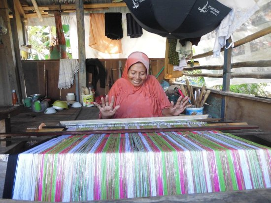 Liya Togo Traditional Village: Weaving