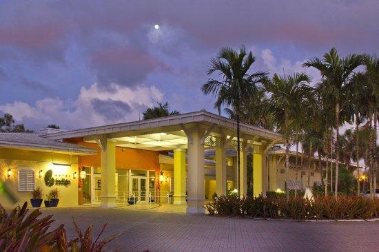 Miami Lakes, FL: Exterior