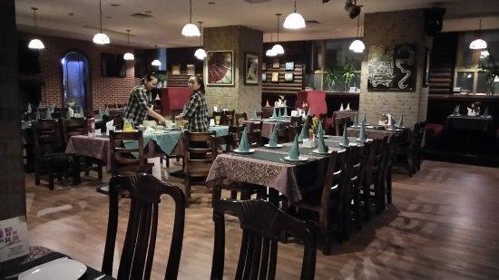 The Bund Hotel: The almost empty restaurant