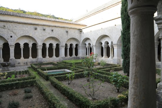 Abbaye Notre-Dame de Senanque: le cloitre