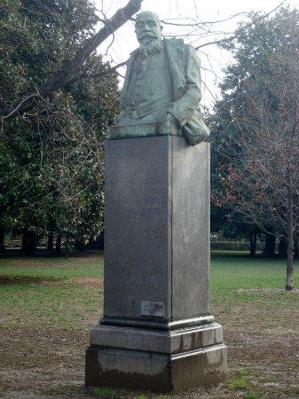 Busto a Giuseppe Giacosa