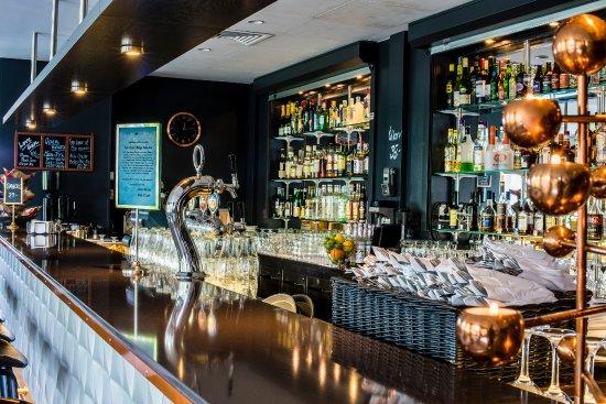 Arlandastad, Sverige: Bar