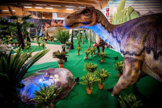 Citta Sant'Angelo, Italy: Il Dino Park Interactive Dinosaurs è uno dei più grandi parchi preistorici al coperto d'Italia.