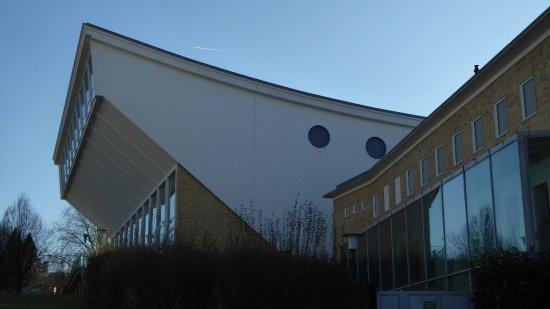 Historische Stadthalle Wuppertal: gegenüberliegende Schwimmhalle