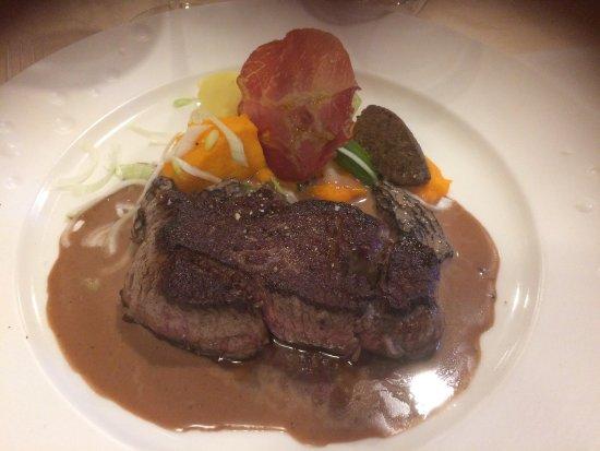 Saint-Quentin-sur-le-Homme, فرنسا: boeuf sauce morilles