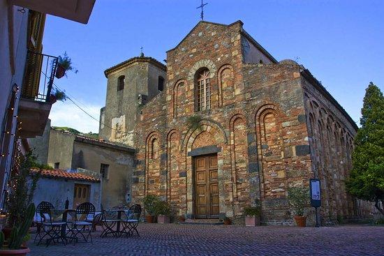 Itala, Italie : facciata intera