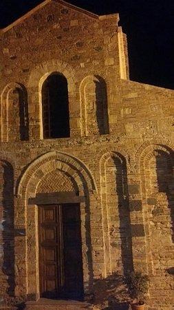 Itala, Italie : facciata di sera