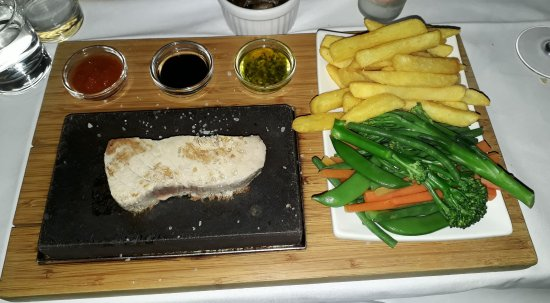 Monoloco: Tuna steak on a hot stone, stays hot for ages. Vegetables can be reheated half an hour later!