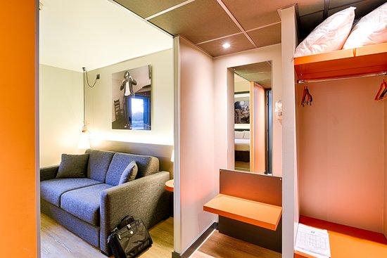 Ibis Styles Lyon Centre Confluence: Vue salon de la suite du 1er étage