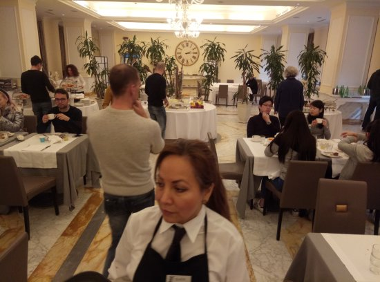 Grand Visconti Palace: Половина зала отгорожена для VIP клиентов