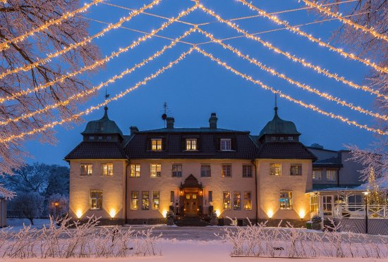 Taby, Swedia: Såstaholm Hotell & Konferens i vacker vinterskrud