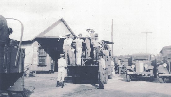 Webster, FL: Men working with the WPA in front of Richloam General Store (1936)