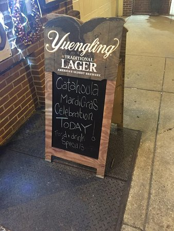 Catahoula Bar & Restaurant: Sign in front of Catahoula's!!!