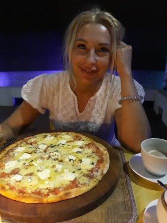 Вкуснейшая пица.