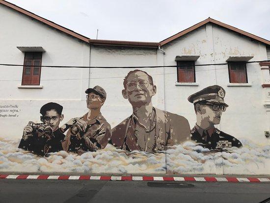 Old Phuket Town: graffiti of Thailand Late King