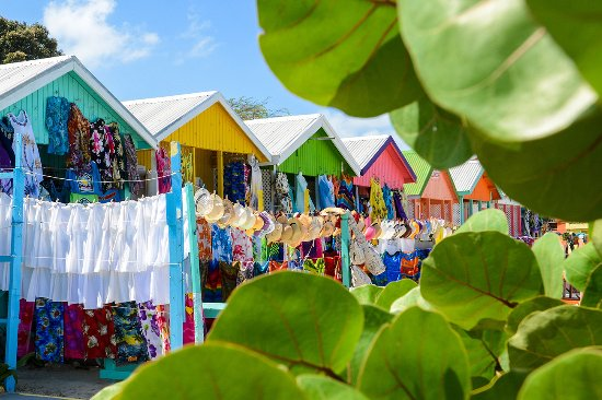 Jolly Harbour, Antigua: Vendors stalls at Long Bay