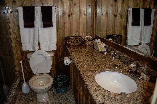 Couples Resort: Jr Suit #45 Large spacious washroom.