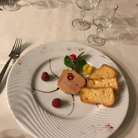 Le Grand-Pressigny, France : Foie gras de canard aux framboises