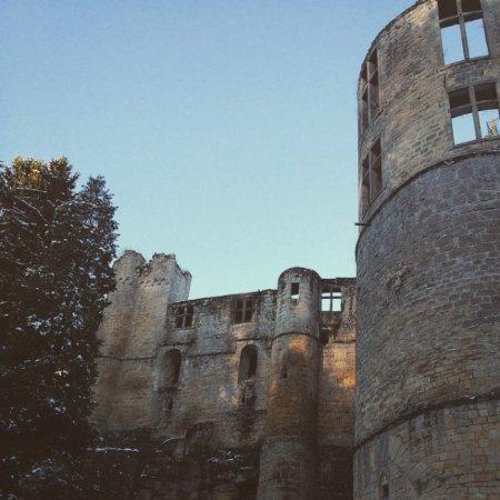 Beaufort, Luxembourg: Vue du parking en bas du château