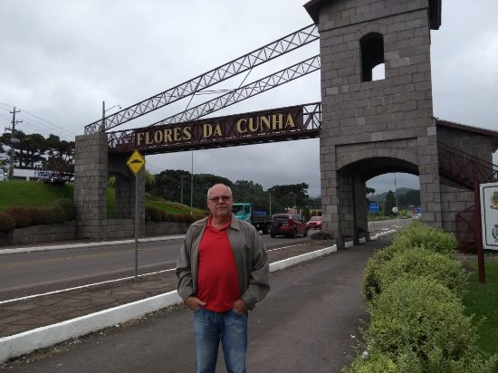 Portico de Flores da Cunha