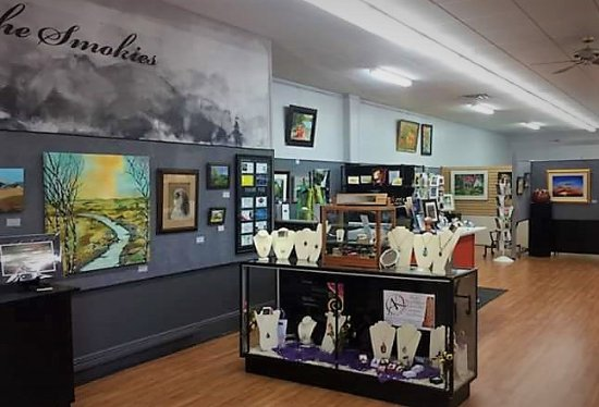 Visit the Uptown Gallery as a Franklin community art source for classes, unique arts and fine gi