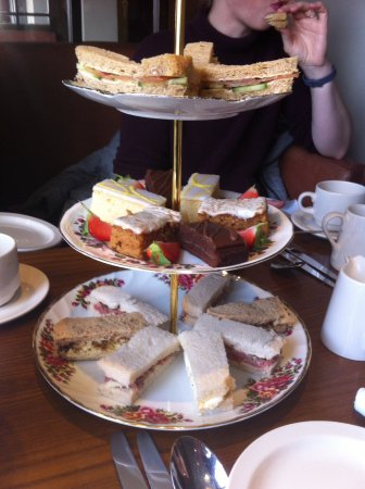 Trearddur Bay, UK: Raw beef sandwiches, Mr Kipling slices and shop bought cakes