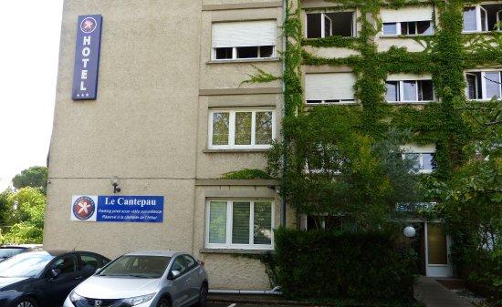 Parking ext rieur picture of inter hotel albi le for Parking exterieur