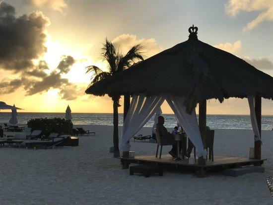 Bucuti & Tara Beach Resort Aruba: Dinner with a side of sunset