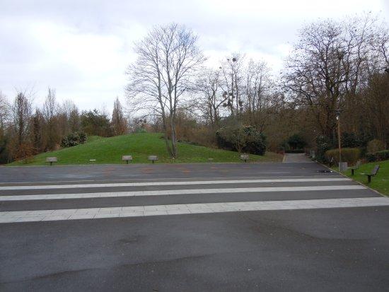 Parc Decesari: A l'entrée, grande place à jets d'eau (pas l'hiver)