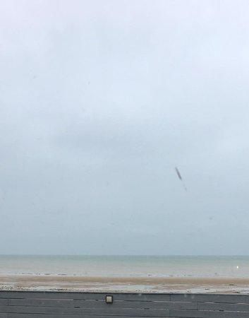 Lion-sur-mer, Frankrijk: Vue mer (bien au chaud)