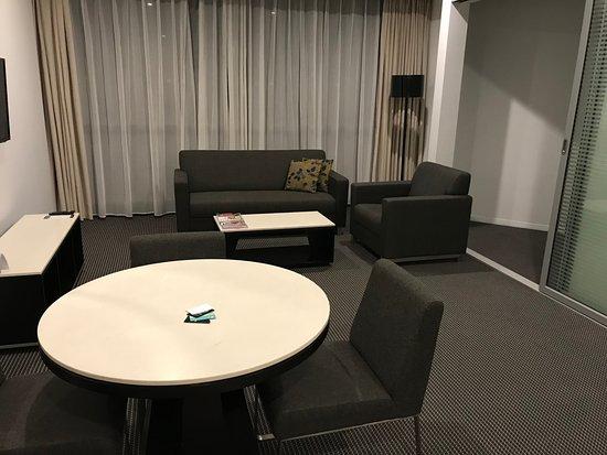 Meriton Suites Herschel Street, Brisbane: Living room.
