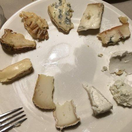 Angolna,nagyon finom. Utána egy komoly sajttál észbontó