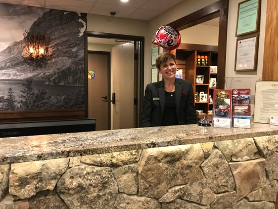 Columbia Falls, Montana: Our very friendly and helpful desk clerk!