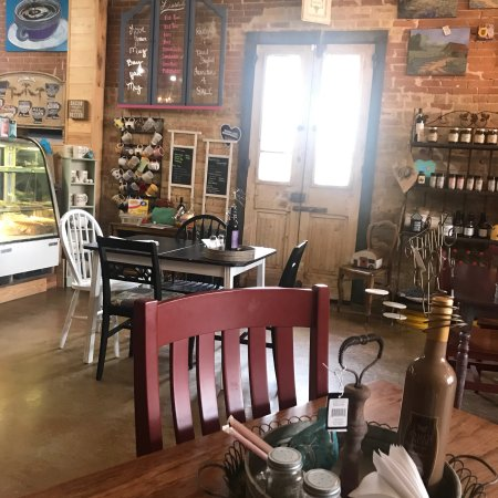 Caldwell, TX: Lissa's Restyled Sip & Shop