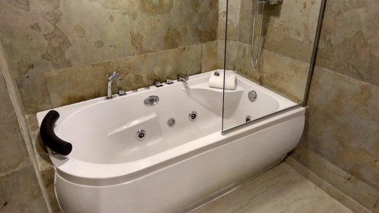 Presidente Hotel: Bagno con idromassaggio