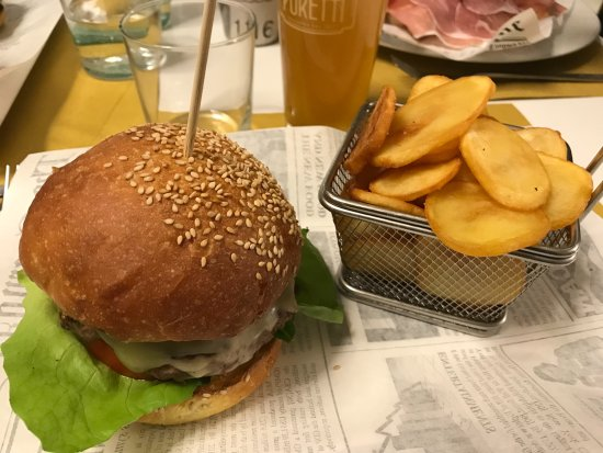 Dual Ristorante Pizzeria : The fontina Hamburger with chips