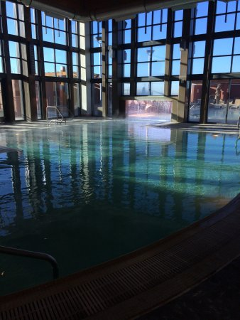 Isleta Resort & Casino : Indoor section of the pool.