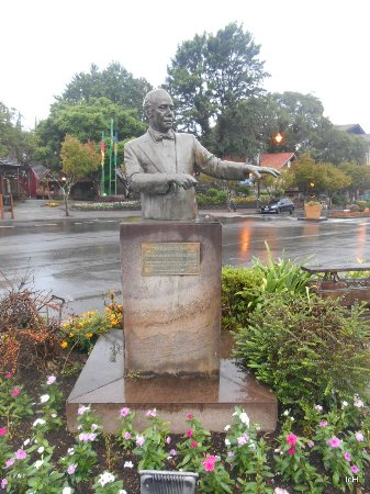 Estátua do Maestro Eleazar de Carvalho
