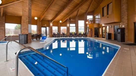 Hebron, OH: Enjoy our year round heated indoor pool and hot tub